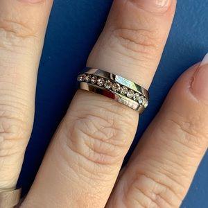Jewelry - Beautiful white sapphire band
